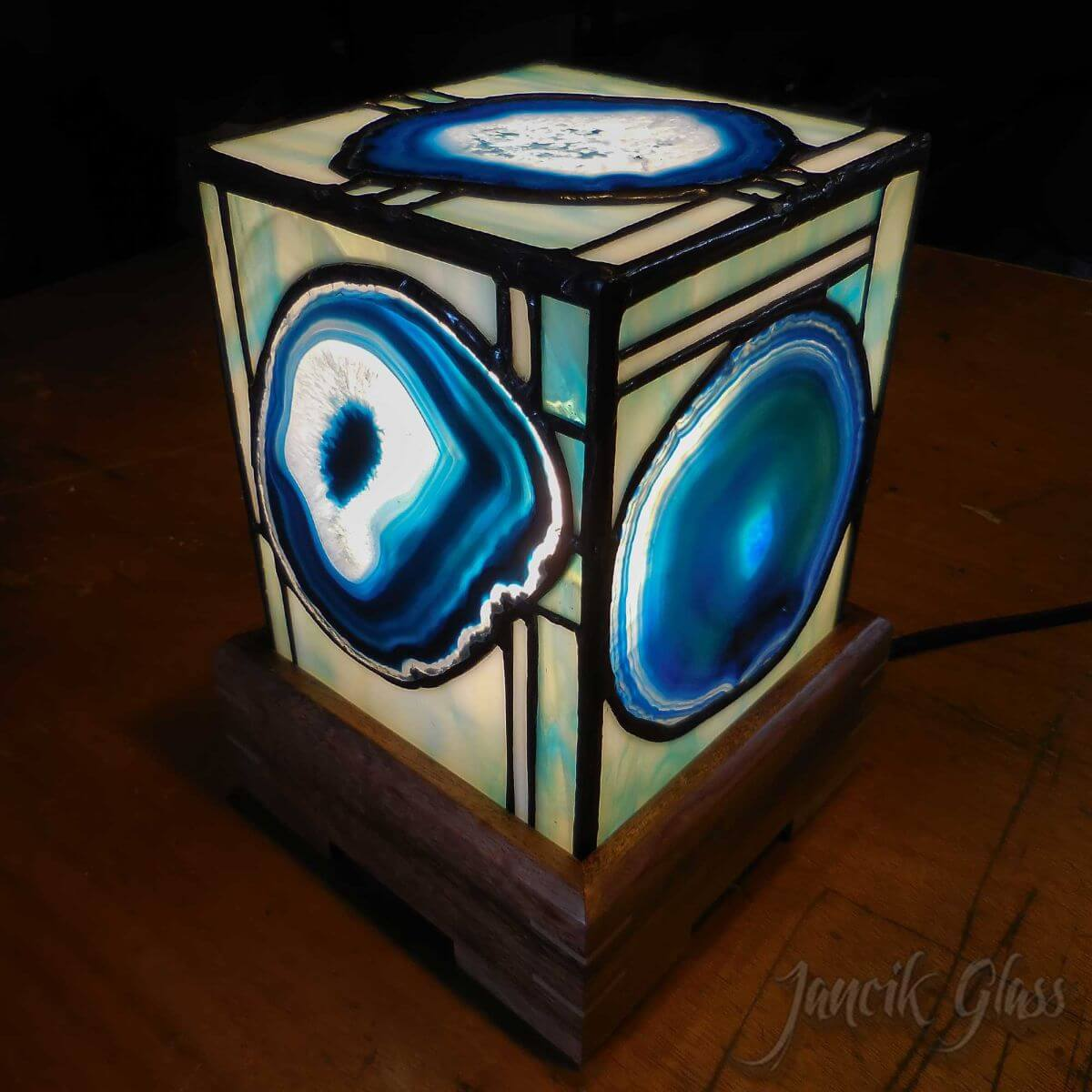 agate-lamp-1401a