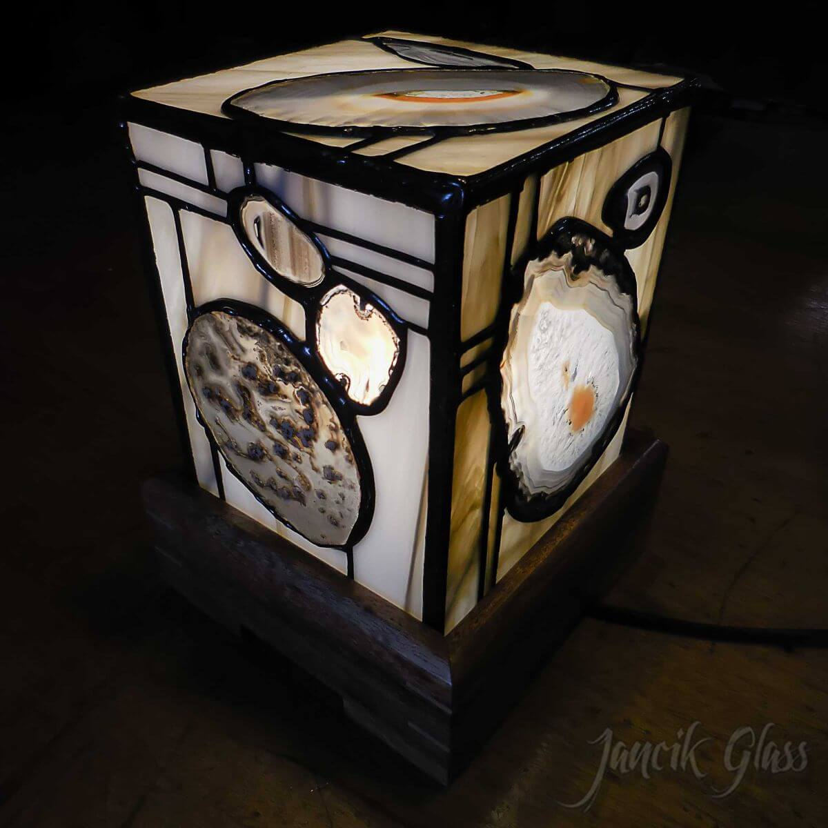agate-lamp-1404a
